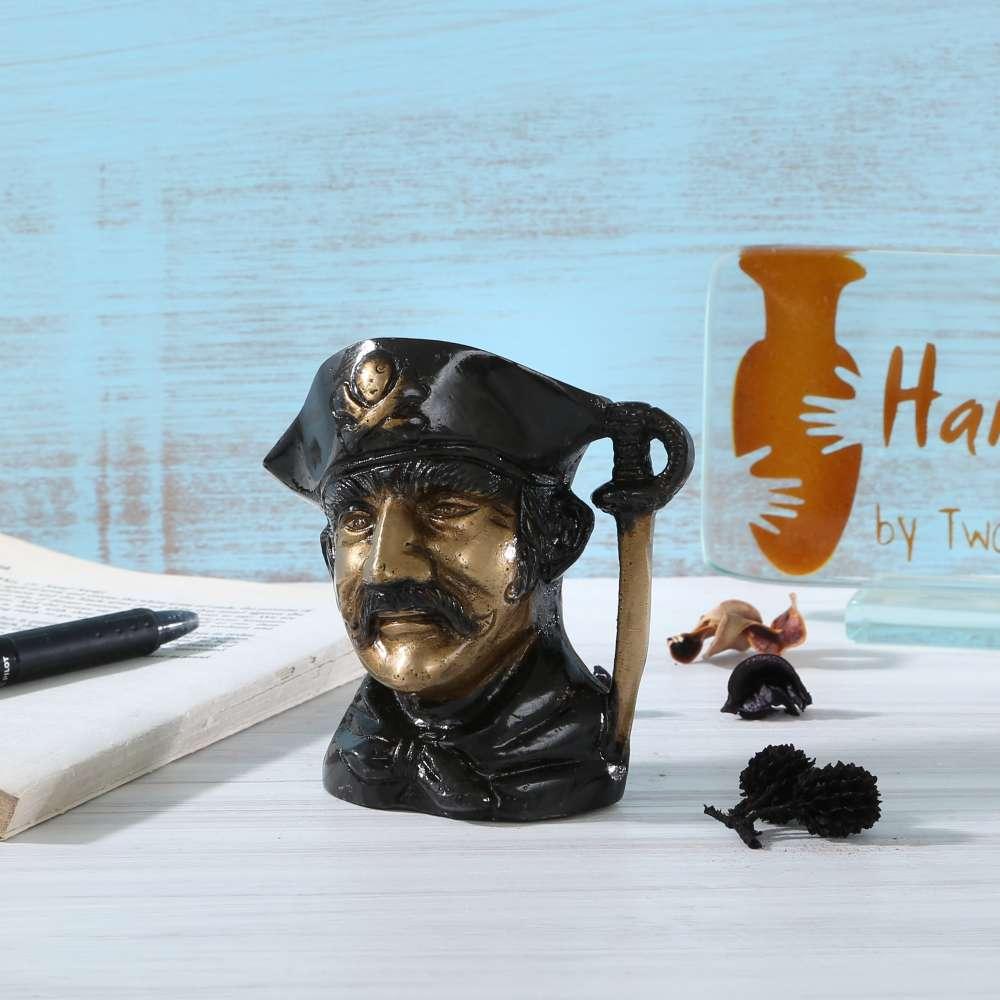 Handcoloured Pirates Penstand